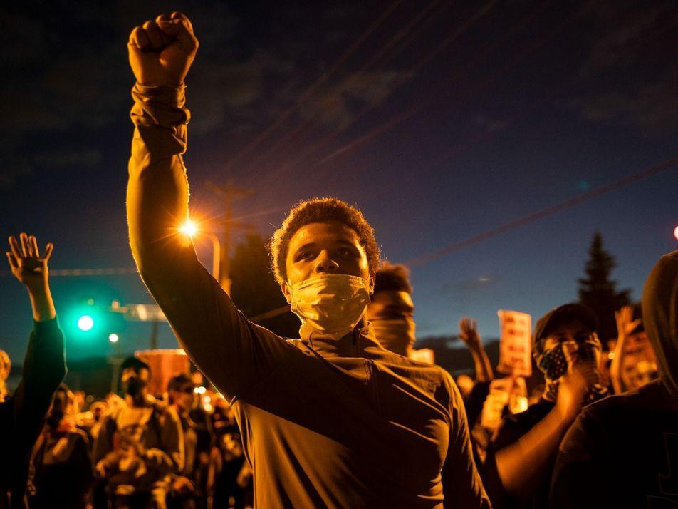 El dolor y la ira convergen en las calles de Minneapolis