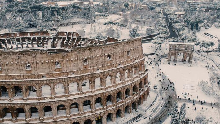 La nieve cubre los monumentos de Roma