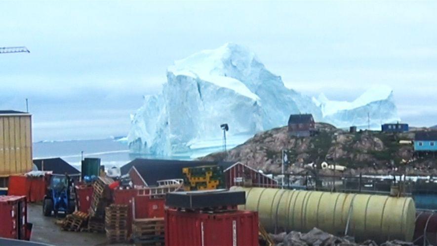 Un iceberg de 90 metros obliga a la evacuación de varios aldeanos groenlandeses
