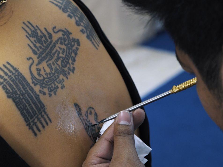 Te presentamos a Ajarn Noo Kanpai, el maestro tailandés de los tatuajes