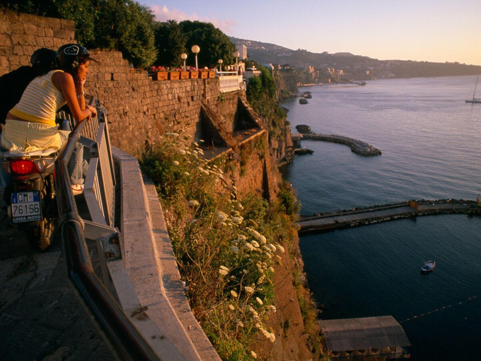 Atardecer en la bahía de Nápoles