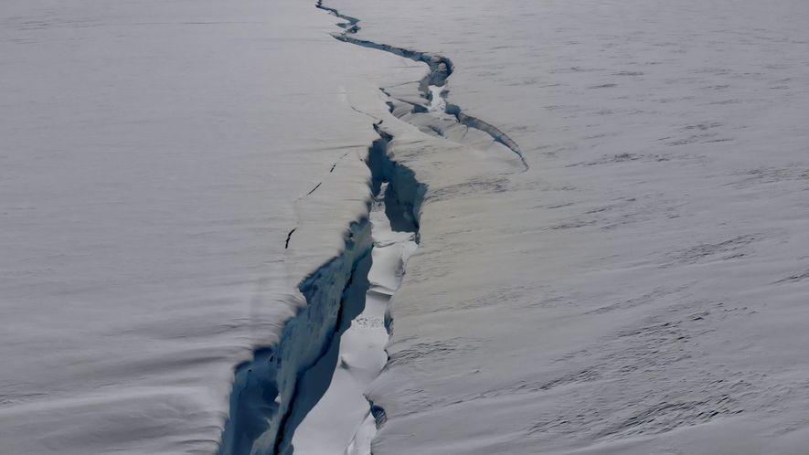 Esta grieta en una plataforma de hielo antártica podría generar un iceberg