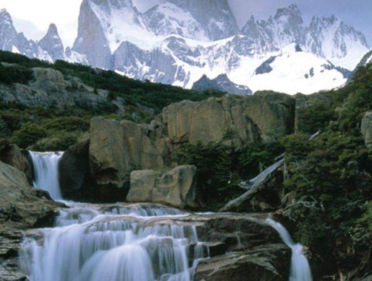 Cascada en los Andes