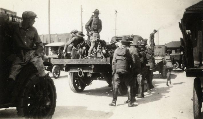 Un escuadrón de la Guardia Nacional llega a Tulsa