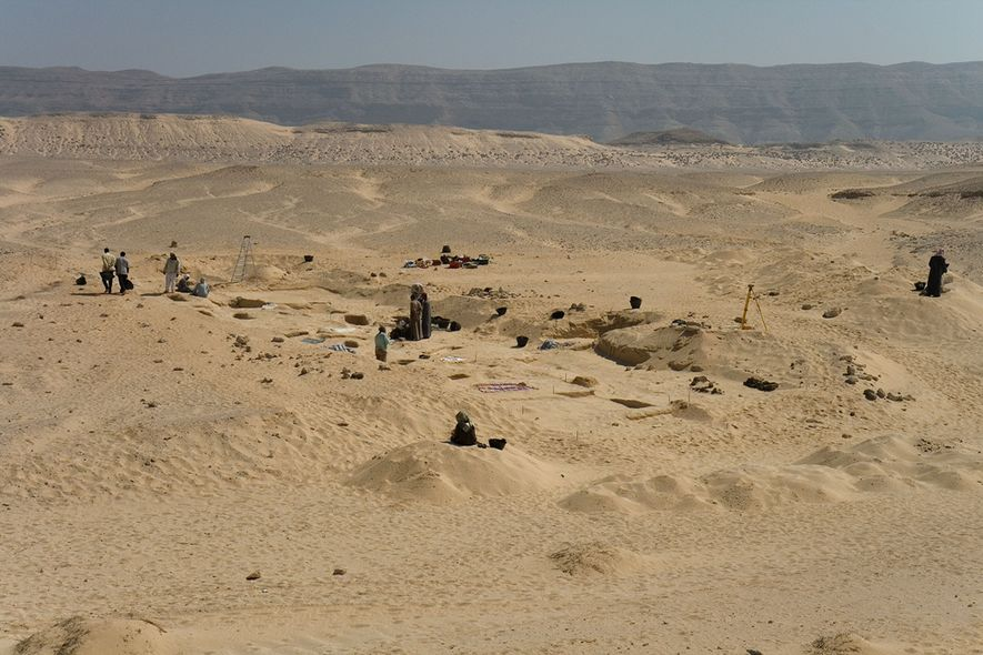 El antiguo cementerio de Amarna, Egipto, donde se encontraron las tumbas que contenían los sombreros cónicos.