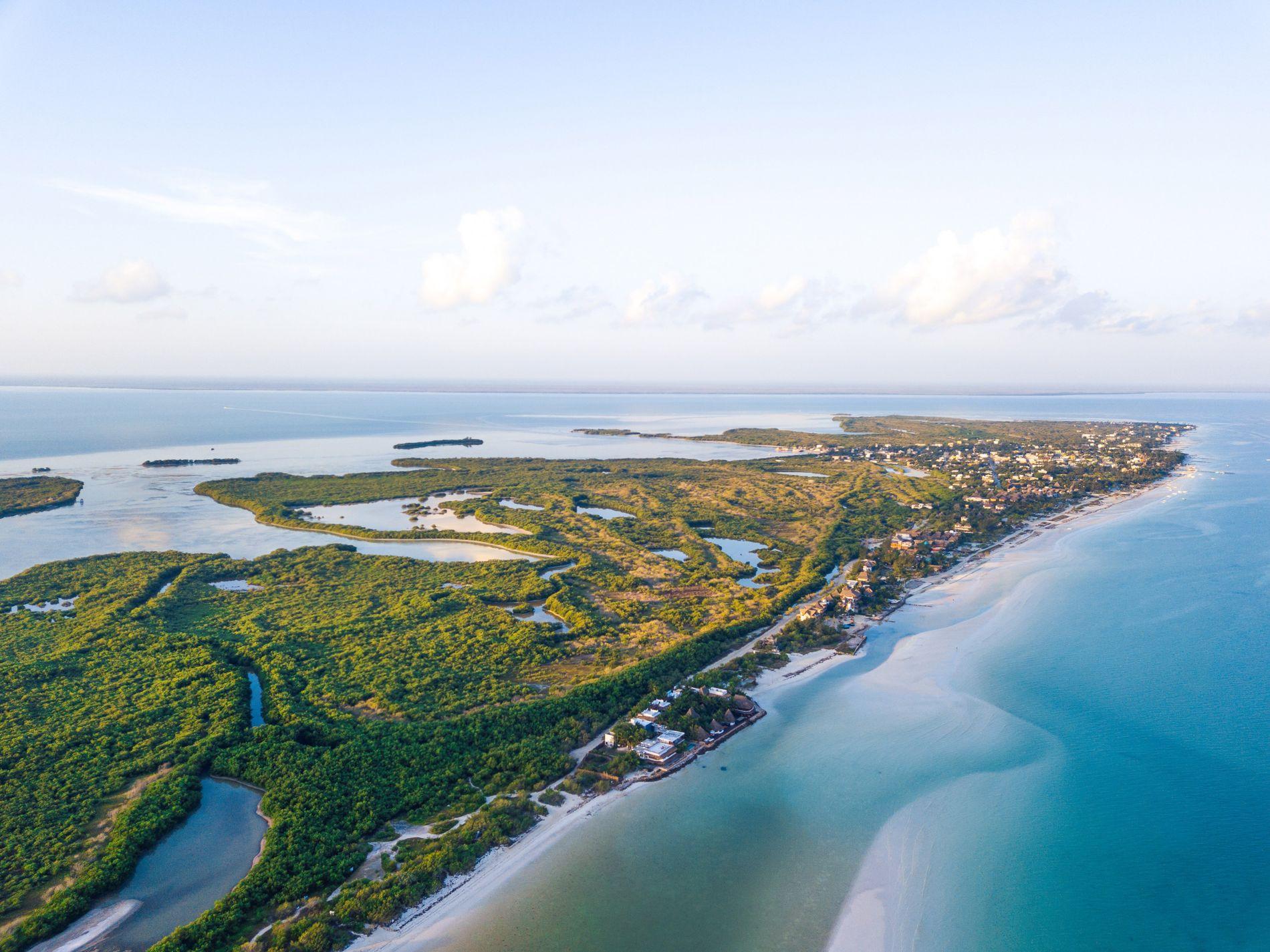 vista aérea de la isla de Holbox