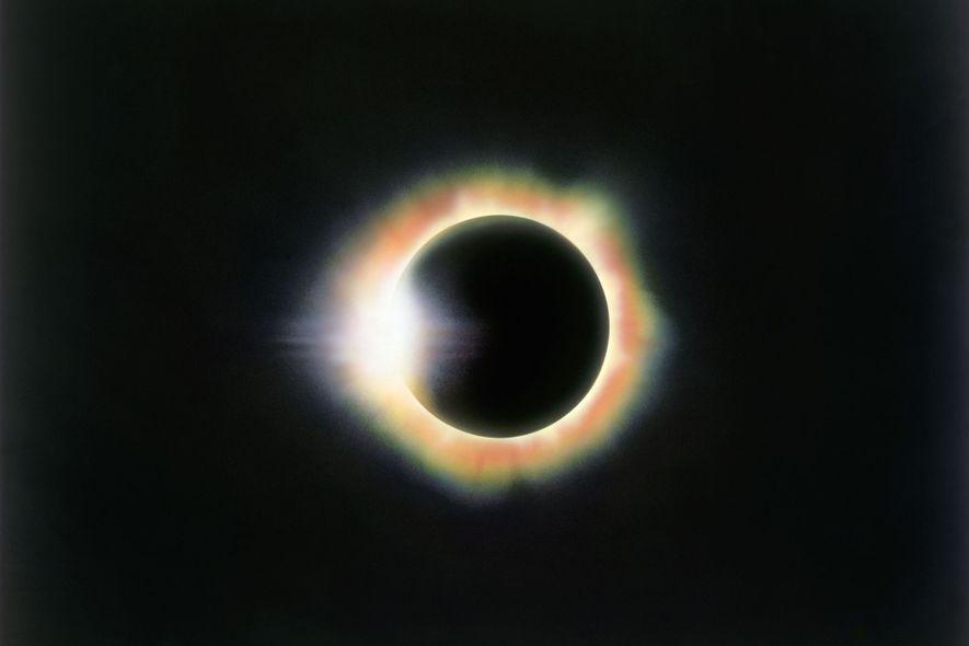 Esta fotografía del efecto de anillo de diamante fue sacada durante un eclipse visto desde Miahuatlán, ...
