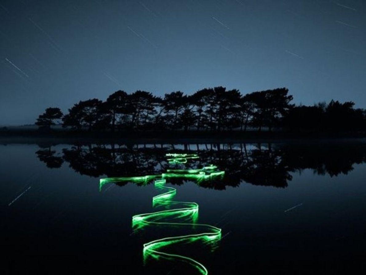 Las ondas de luz y corrientes oscuras