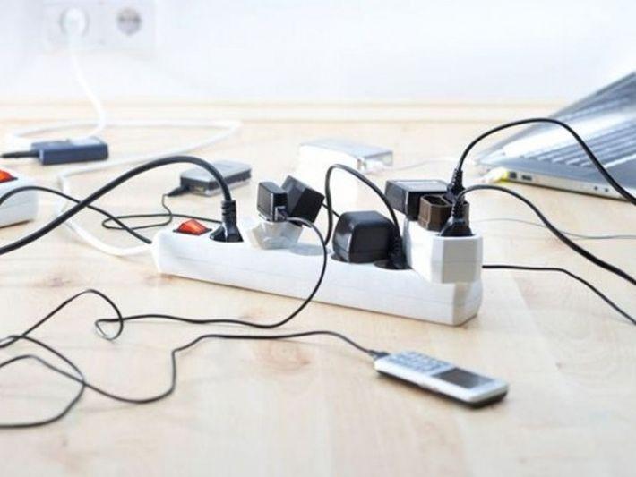 Muchos dispositivos domésticos siguen consumiendo energía incluso cuando no están en uso, añadiendo innecesariamente a las ...