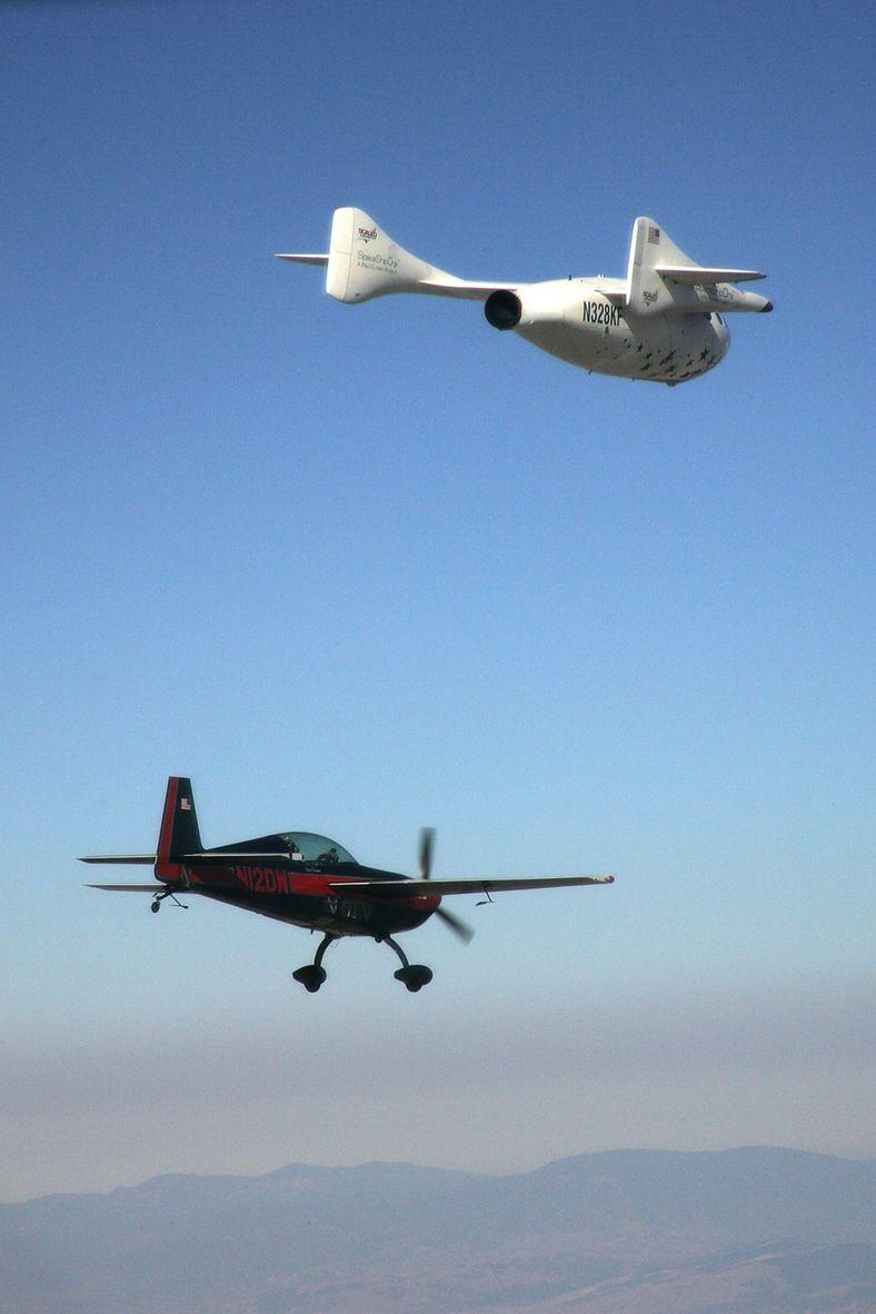 Un avión de seguimiento tras el SpaceShipOne