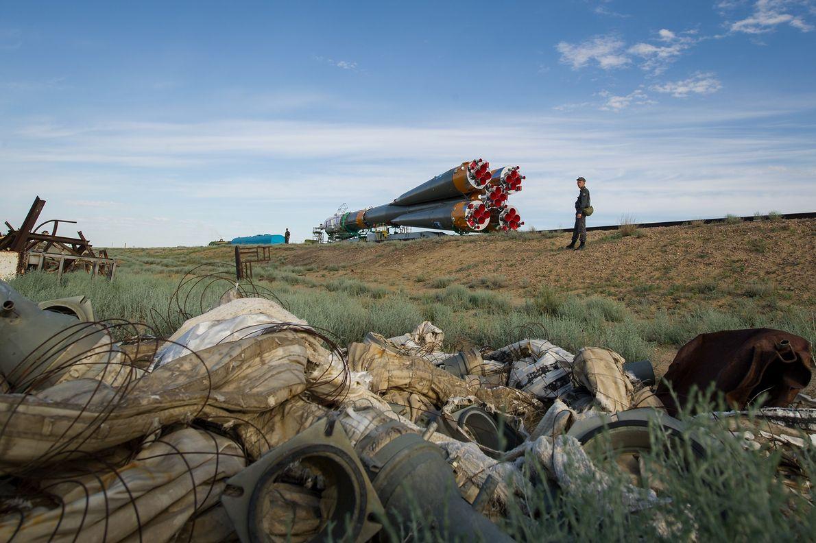 La Soyuz TMA-04M transportada en tren a la plataforma de lanzamiento en el cosmódromo de Baikonur, …