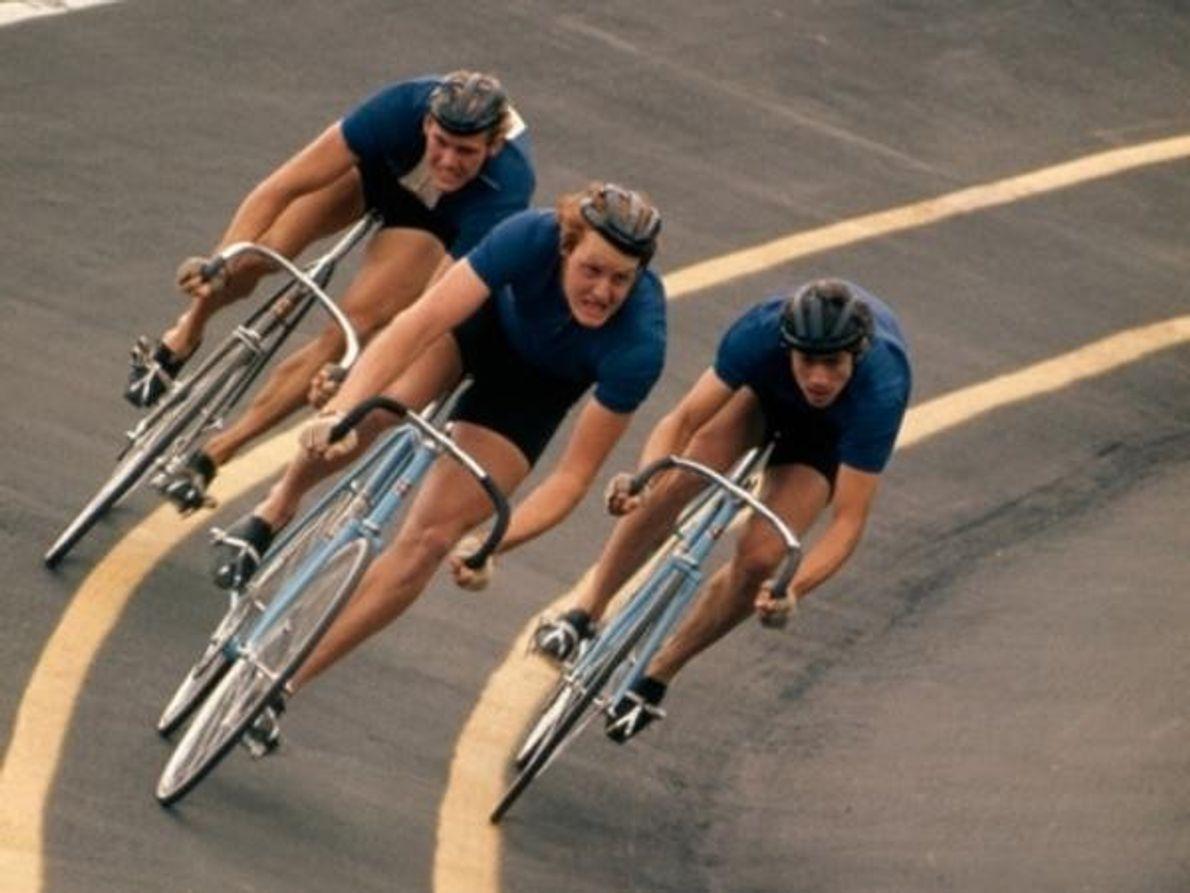 Los ciclistas compiten en el Campeonato Nacional de Bicicleta de la pista en Kenosha, Wisconsin.