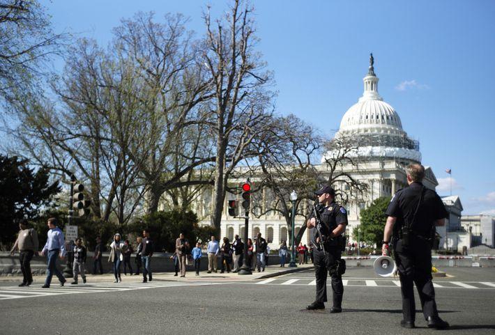 La policía del Capitolio hace guardia