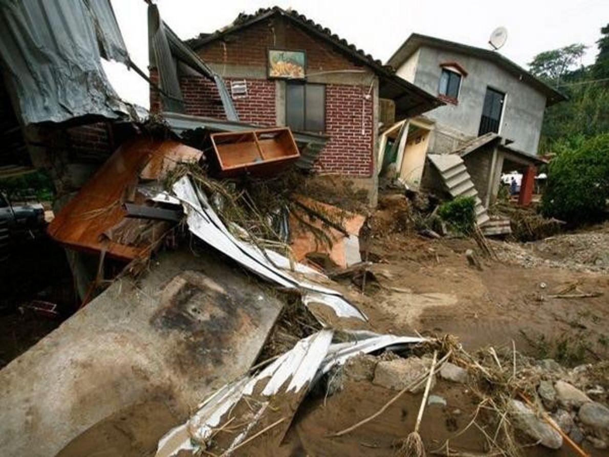 Casas destrozadas por el agua