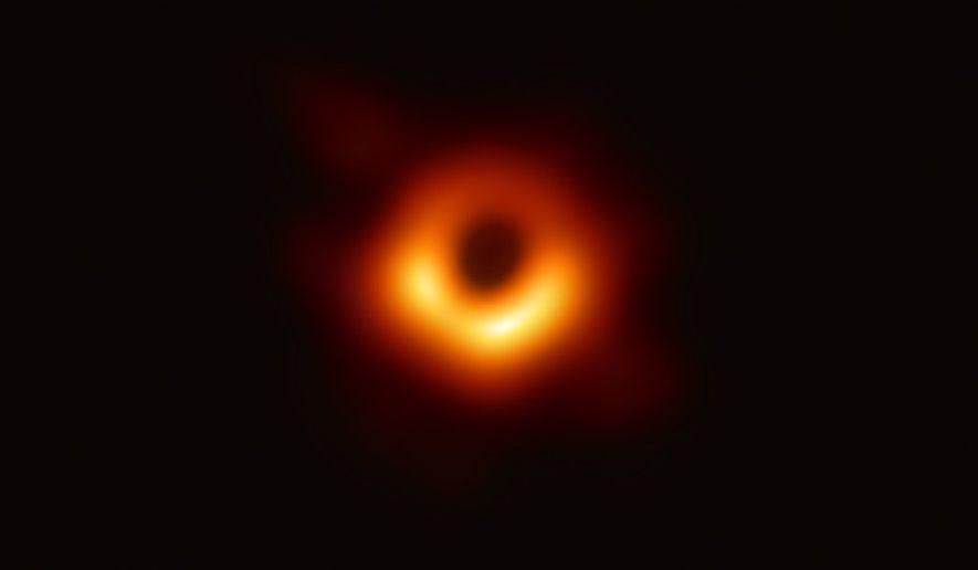 El Telescopio del Horizonte de Sucesos —un conjunto planetario de radiotelescopios terrestres— desveló la primera imagen ...