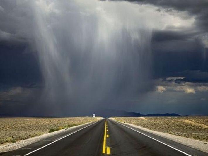 Una tormenta se aproxima en el desierto de Nevada