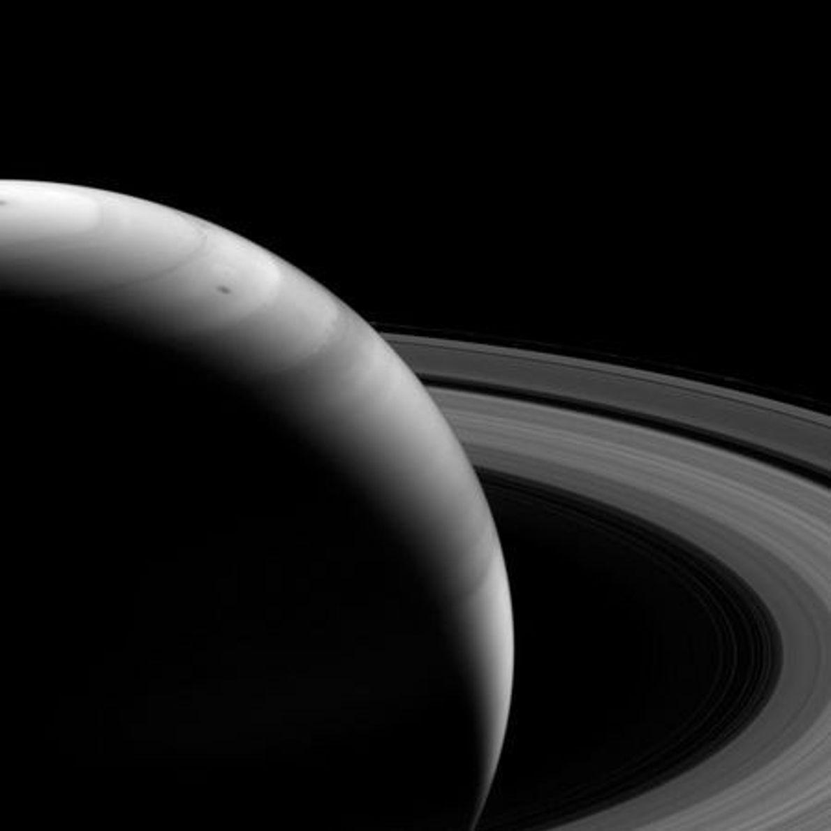 La luz del Sol en los anillos de Saturno