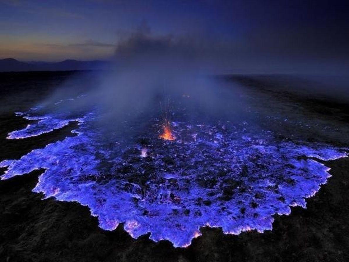 Grunewald también ha fotografiado el volcán Dallol, en la depresión de Danakil (Etiopía), donde el calor del magma …