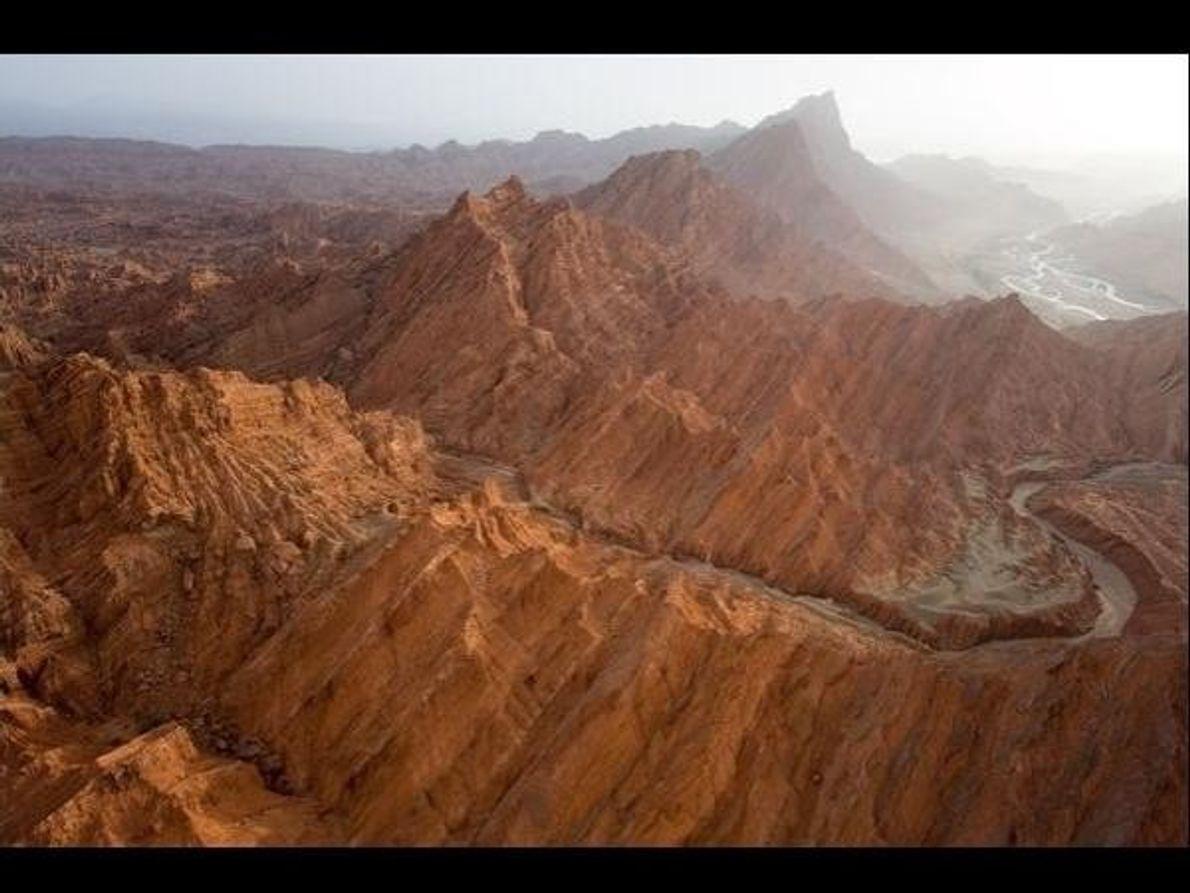 El Tianshan de Xinjiang, situado en China, es un gran sistema montañoso con características fisiogeográficas únicas: altos …