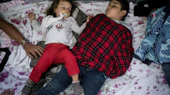 Dos niños durmiendo