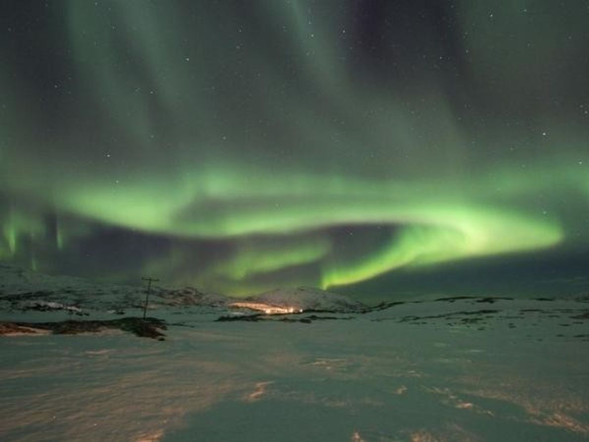 Las auroras boreales brillaron durante horas en el cielo noruego el 13 de marzo. La actividad …