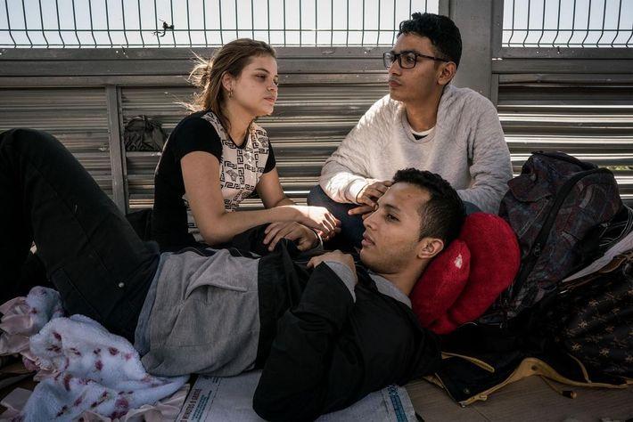 Estefany Sánchez con su marido y su primo