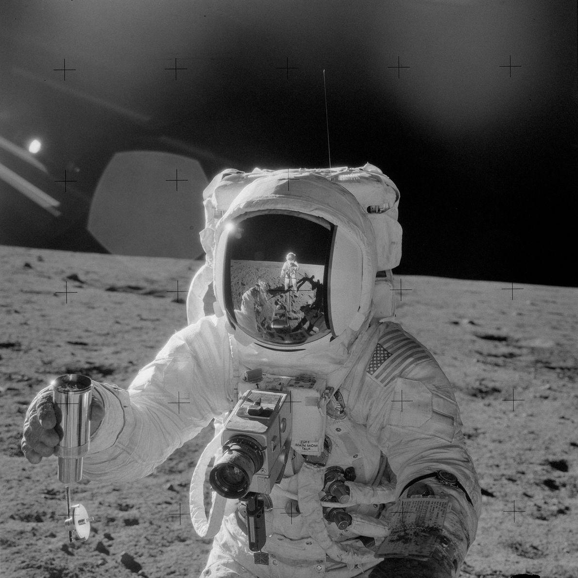 El astronauta Alan L. Bean