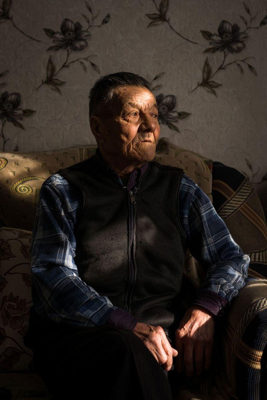 Zhaksilyik Abishulyi, de 72 años, en la aldea de Saryzhal. «Nací y me crié aquí», afirma. ...