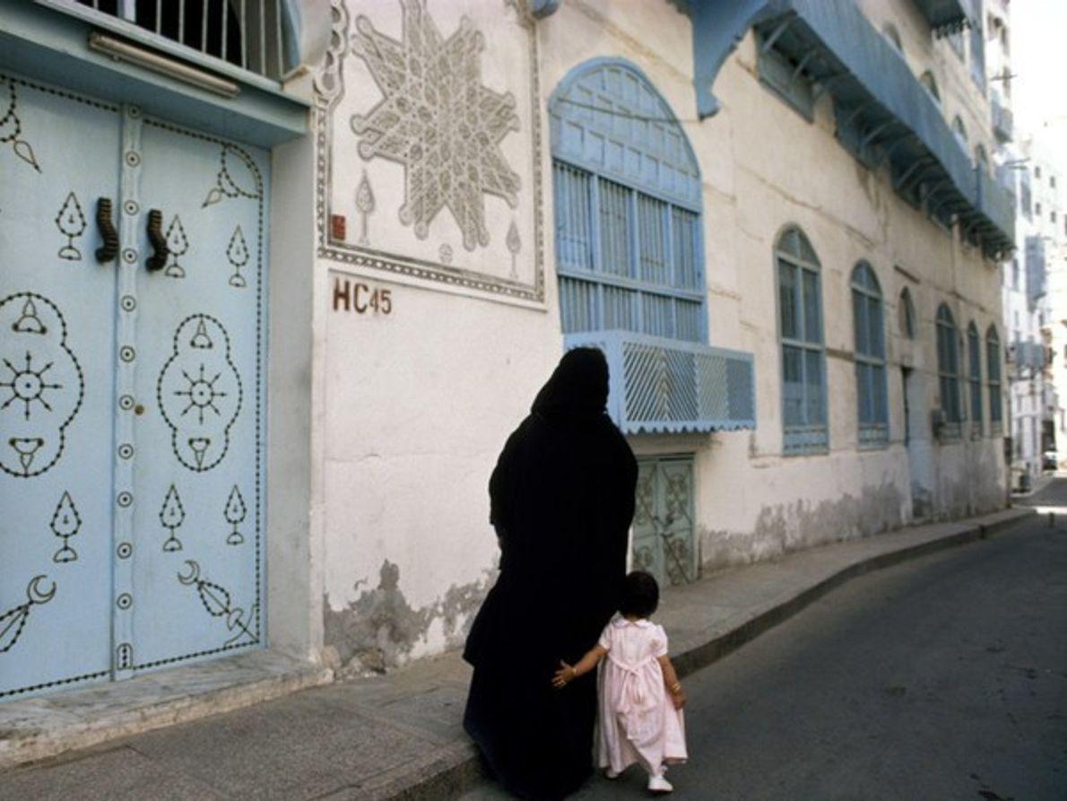 Madre e hija en la vieja Jiddah