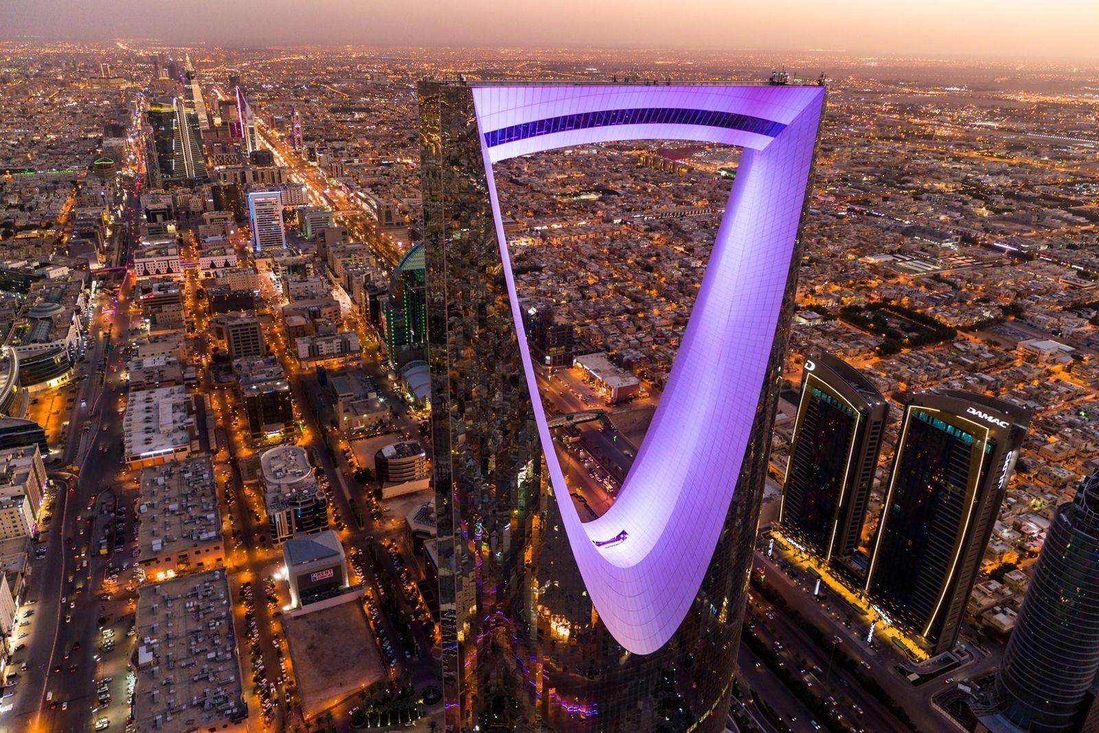 El Kingdom Centre, de 302 metros de alto, es un reflejo de su ciudad:Riad, la capital ...