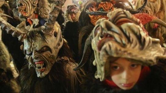 Niños vestidos de Krampus en Austria