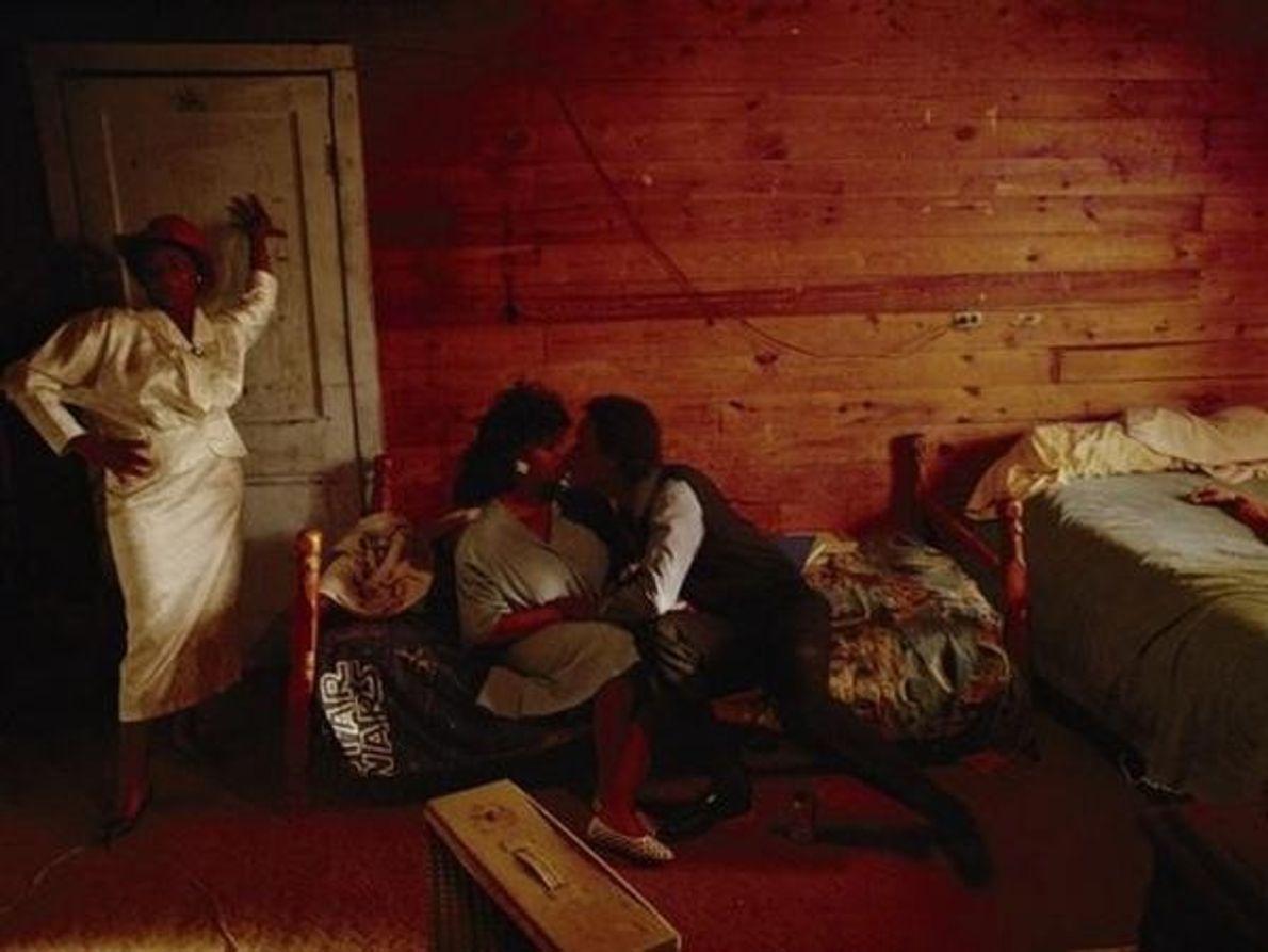 William Albert Allard tomó esta fotografía en la casa del músico de blues Junior Kimbrough en …