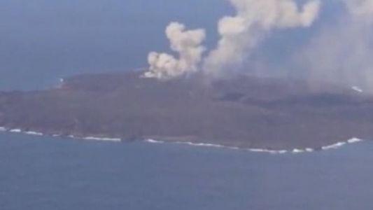 La isla volcánica de Nishinoshima no deja de crecer