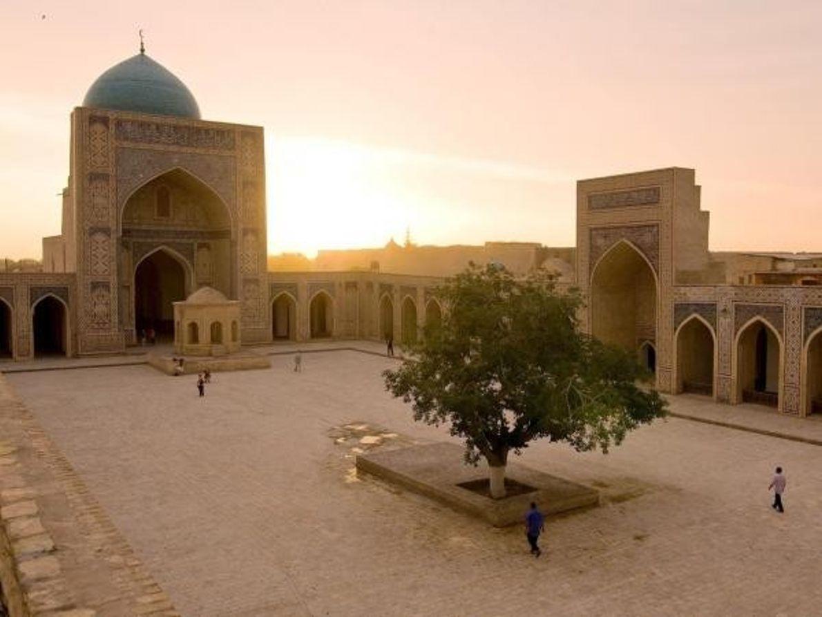 Mezquita de Poi Kalan en la provincia de Bujará, Uzbekistán