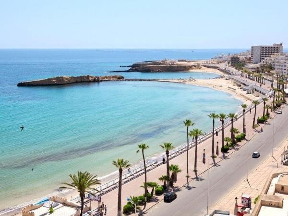 Costa mediterránea de la ciudad de Monastir, en Túnez