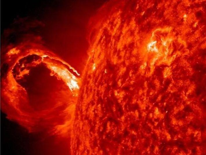 El Sol emitiendo una nube gigante de plasma