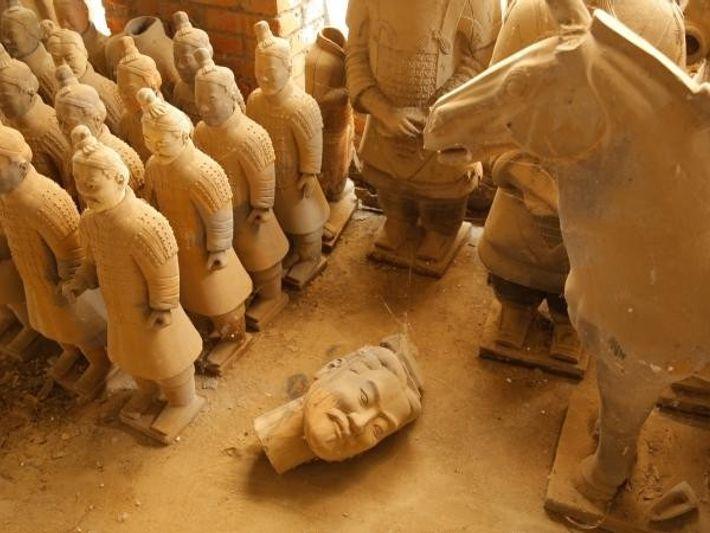 Los Guerreros de Terracota expuestos en el Mausoleo del Primer Emperador vigilan unos secretos nuevos, macabros ...