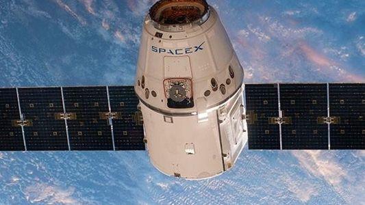 SpaceX quiere enviar a dos turistas a la Luna en 2018