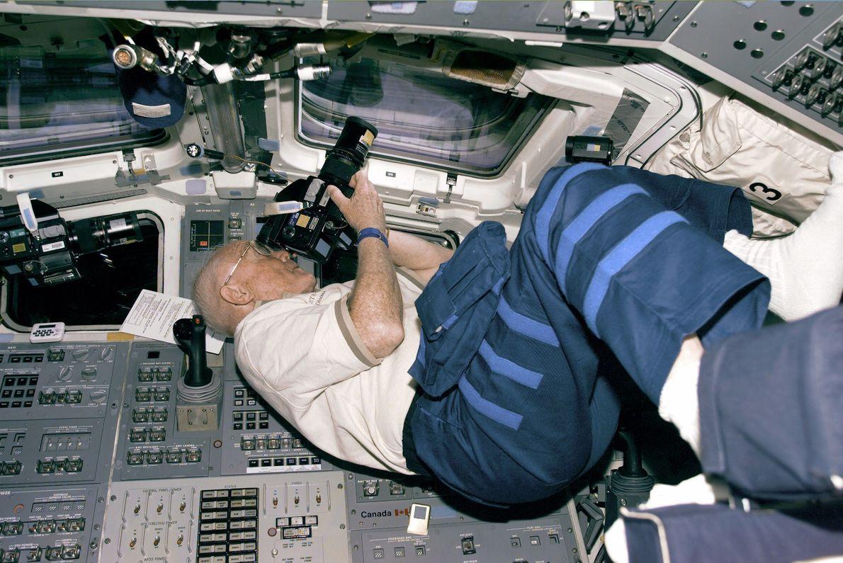 John Glenn en el transbordadorDiscoveryen 1998
