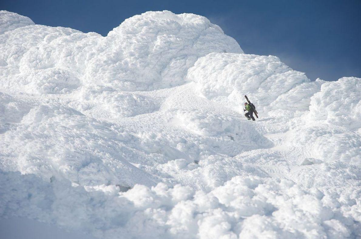 Una esquiadora