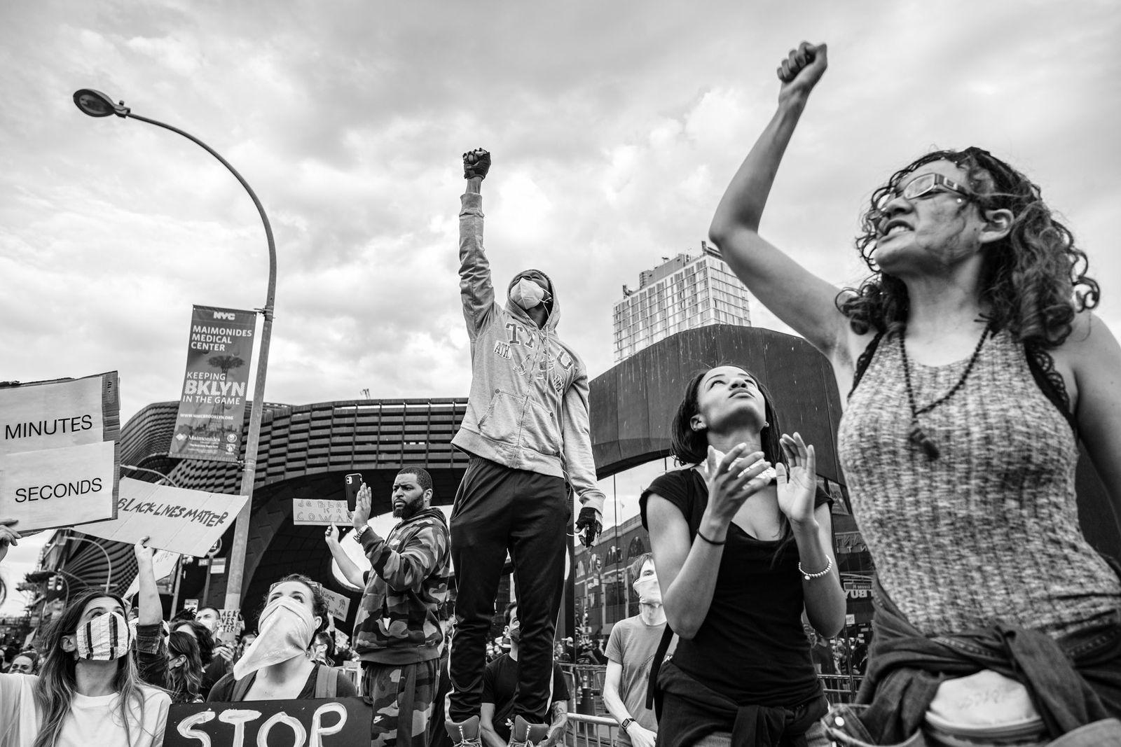 Manifestantes frente al Barclays Center