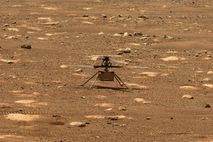 Imagen del Ingenuity en la superficie marciana