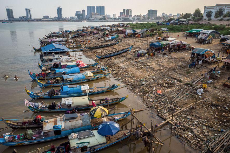Los pescadores de Chong Koh Chrog Changvar, una comunidad de embarcaderos cerca de Phnom Penh, a veces encuentran o atrapan un pez gigante del Mekong.