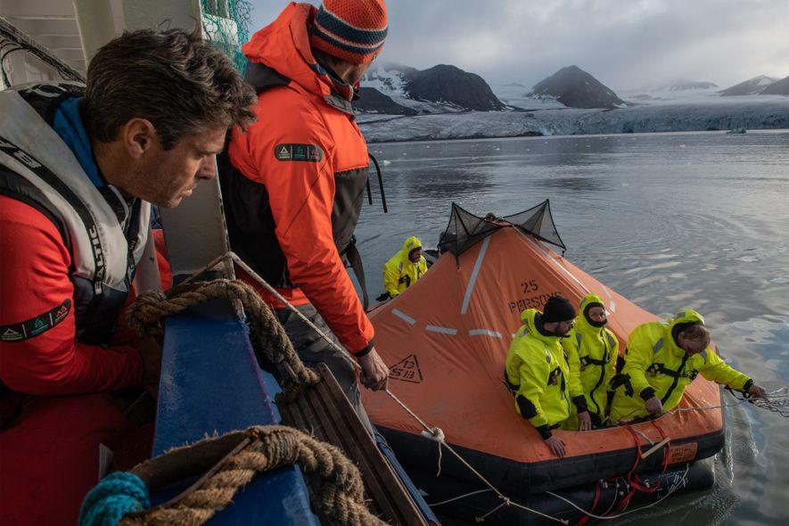 Los integrantes de la expedición MOSAiC pueden ofrecerse voluntarios para participar en un curso de supervivencia …