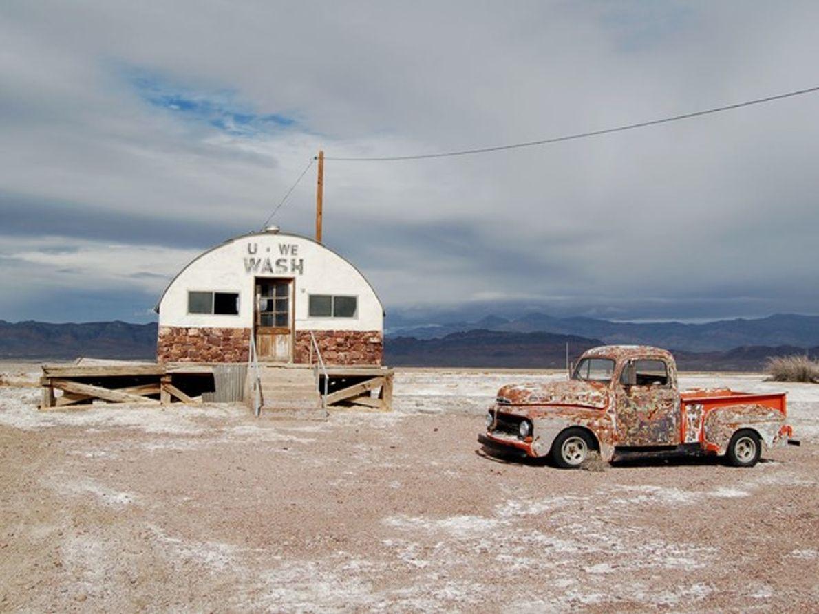 El camión y el edificio con forma extraña