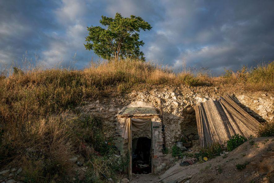 Puerta delantera de una cueva