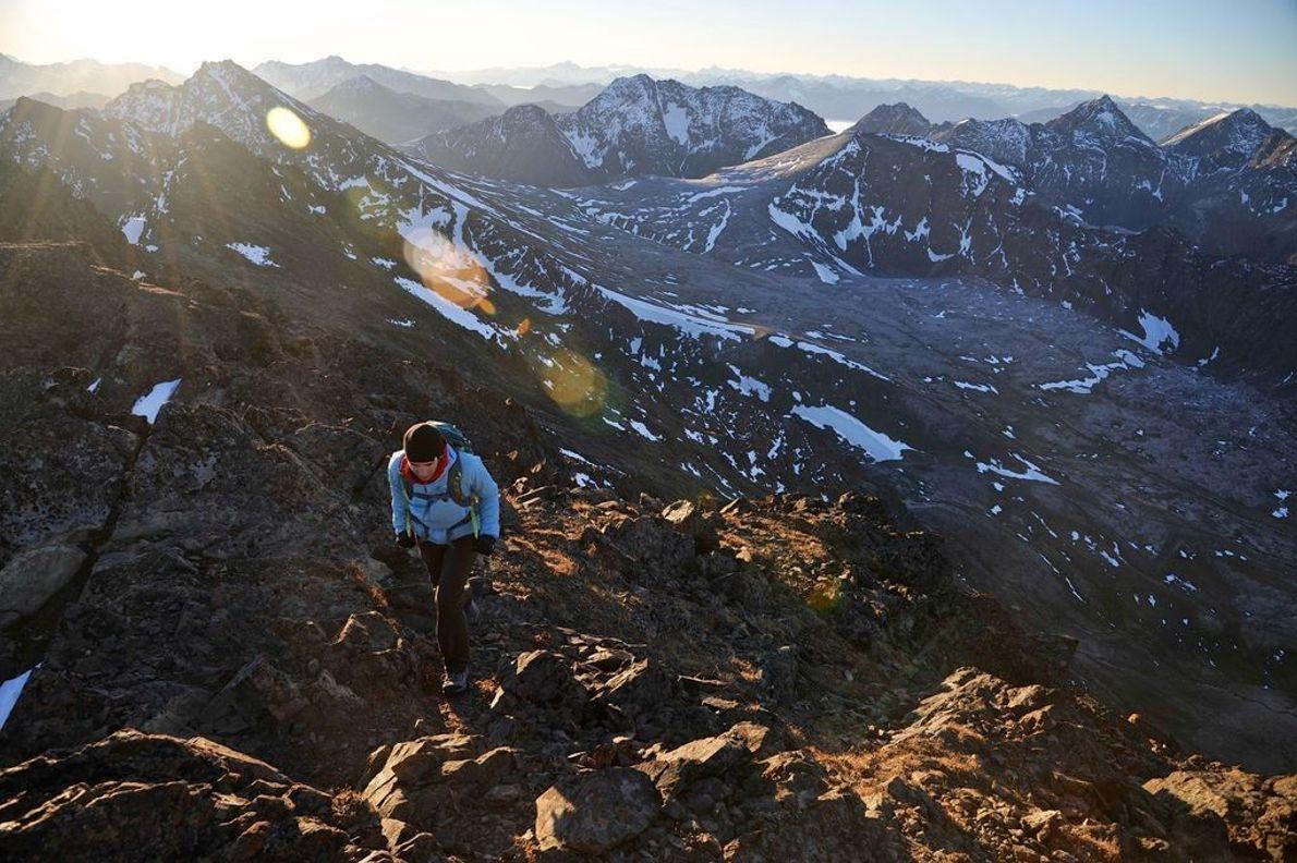 Escaladora subiendo a la cumbre del pico O'Malley