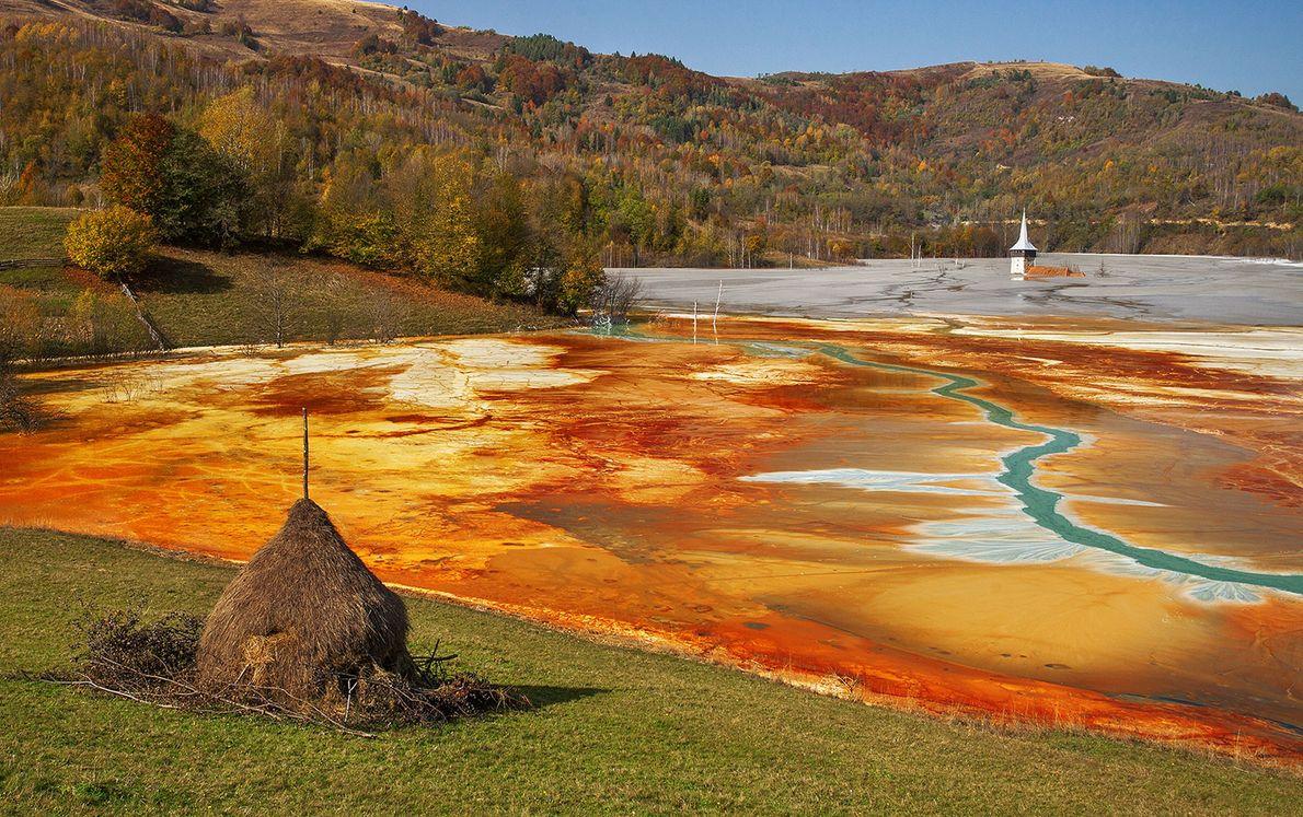 Lago Geamana, montes Apuseni, Alba, Rumanía