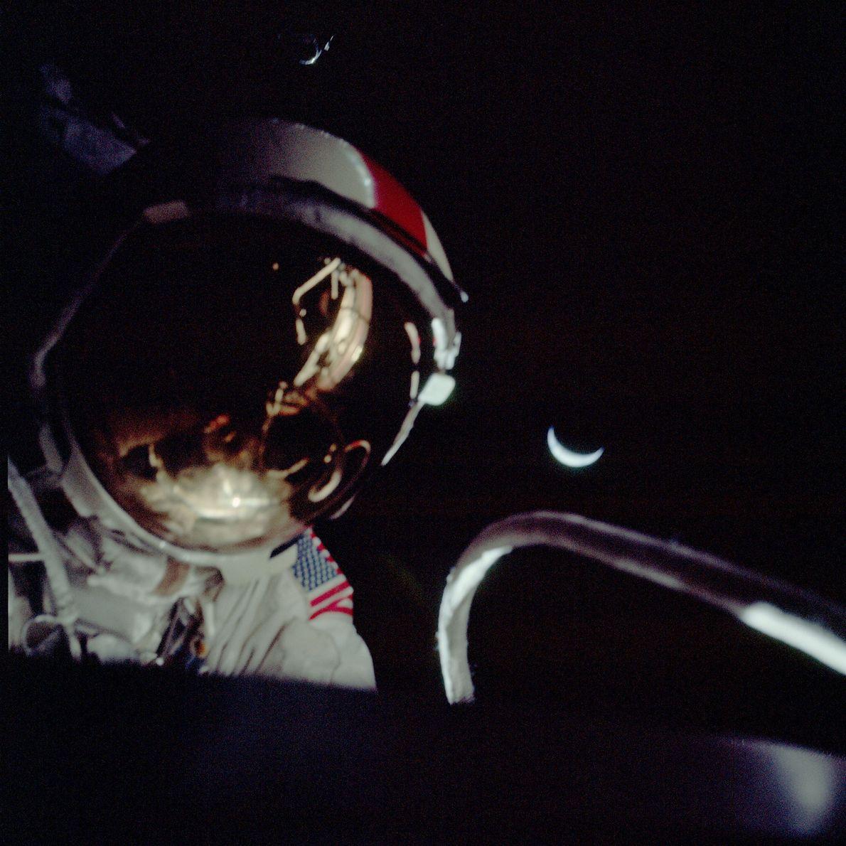Un astronauta durante un paseo espacial