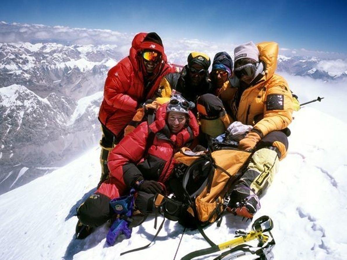 Gasherbrum I, Pakistán y China